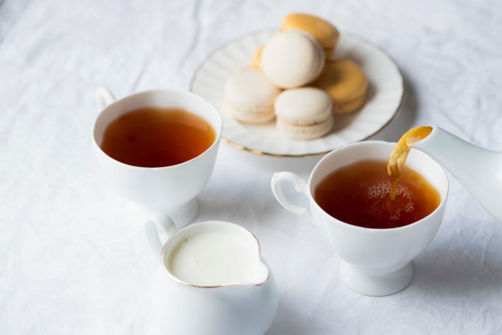 マカロンと紅茶の写真