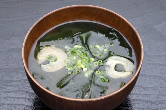 わかめの味噌汁の画像